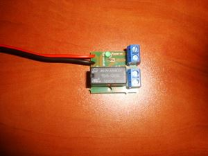 Picture of DC MOTOR REVERSE POLARITY SWITCH DPDT RELAY MODULE 2A 12V